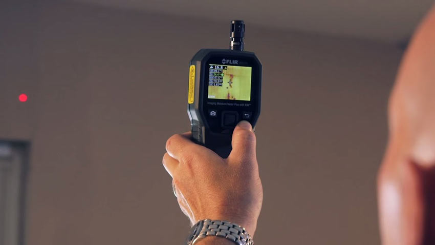 A thermal imaging moisture detector